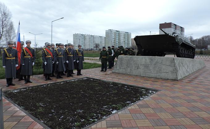 Памятник БМП-1 открыли в Искитимском районе