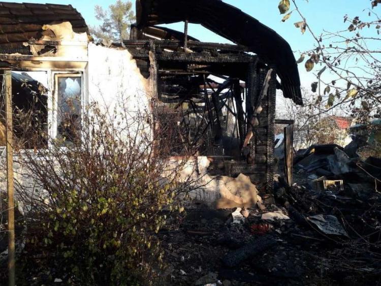 В Приморье ребёнок разбудил родителей во время пожара в доме