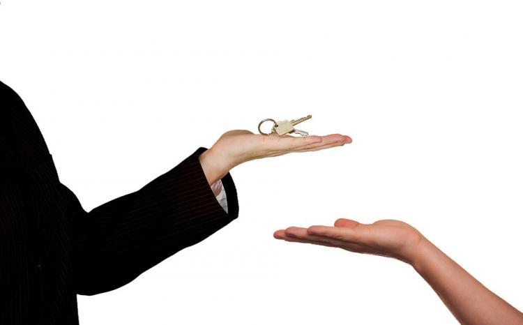 В Приморье осуждена лжериелтор за продажу квартиры знакомой