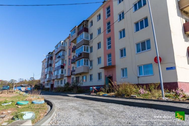 В отдаленных районах Владивостока преображаются дворы