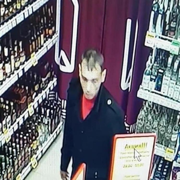 Мужчина «аккуратно» украл дорогой коньяк во Владивостоке