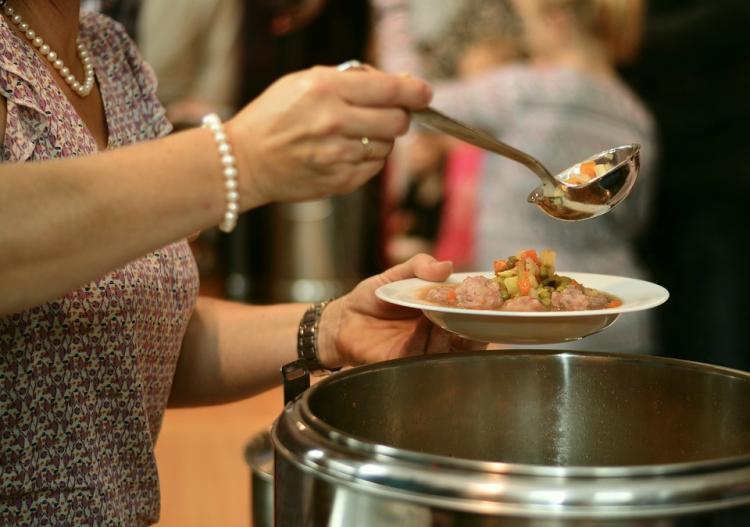 Приморских школьников будут кормить обедами в учреждениях бесплатно