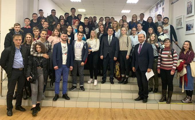 О развитии села расспросили студенты НГАУ депутата Госдумы