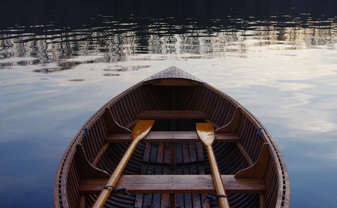 Два охотника пропали на озере в Убинском районе
