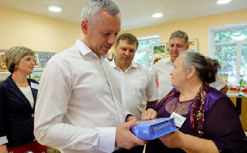Ордынскую роспись Нины Мухлыниной оценил губернатор
