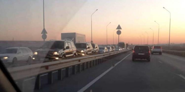 Многокилометровая пробка сковала аэропортовскую трассу