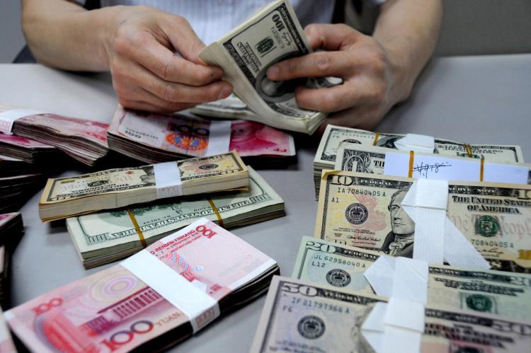 Эксперт: Переговоры США и Китая помогают рублю укрепиться