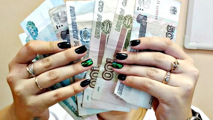 В Приморье злостную неплательщицу заставили выплачивать долги