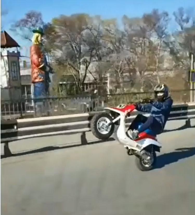 «Будущий мотогонщик» удивил жителей Владивостока