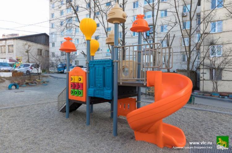 Во Владивостоке отремонтировали 258 дворов