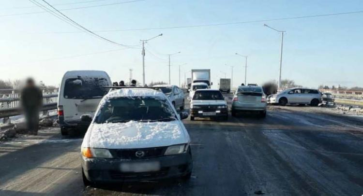 В Приморье на мосту произошло массовое ДТП из-за гололёда