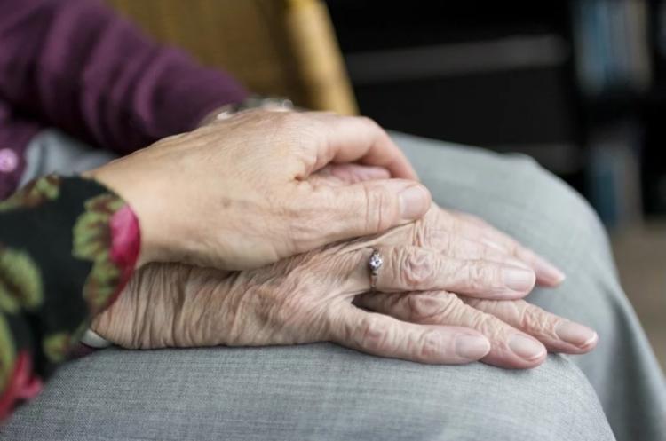 Эксперт рассказал, в какой валюте российским пенсионерам хранить сбережения