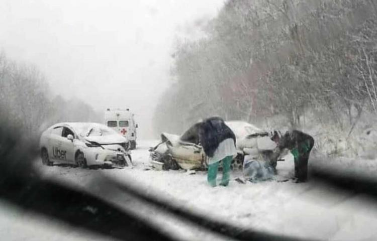 Жёсткое лобовое ДТП произошло на заснеженной трассе в Приморье