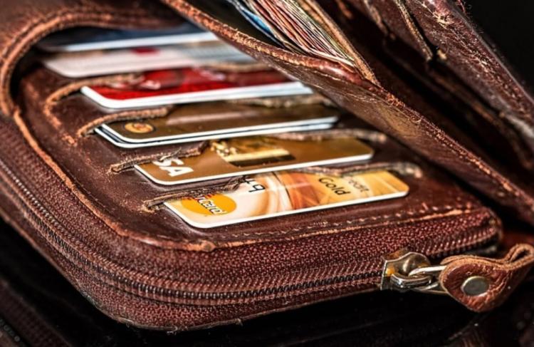 В России хотят установить единый процент за переводы с банковских карт