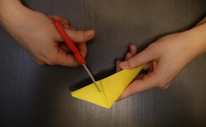 Как сделать снежинку из бумаги своими руками – видеоинструкция
