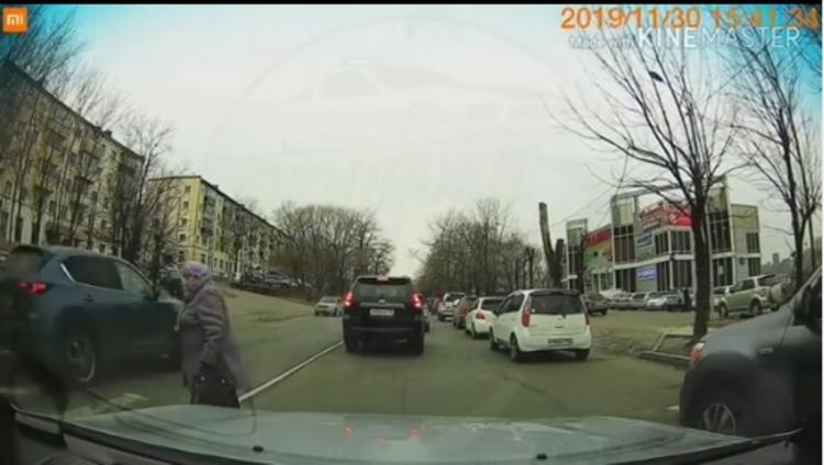 «Надеюсь, у него понос»: Приморцы обсуждают поступок водителя