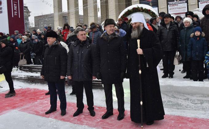 С Рождеством поздравил новосибирцев губернатор Андрей Травников