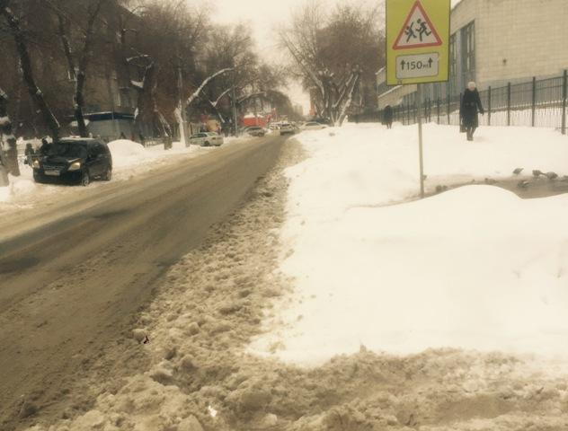 Мэрия Новосибирска: уборке снега мешают оставленные автомобили