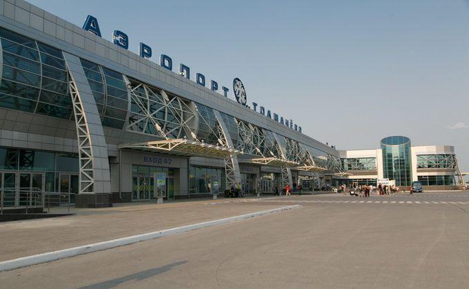 180 пассажиров самолета эвакуировали из-за горящего двигателя в Толмачево