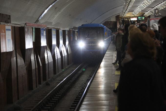 Пассажира метро оштрафовали за прогулку по рельсам