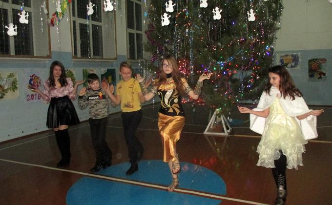 Танец египетской богини исполнили сузунские школьники