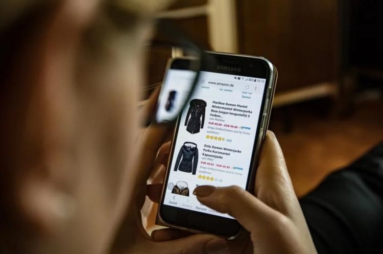 Мошенники развели жительницу Приморья при помощи онлайн-магазина
