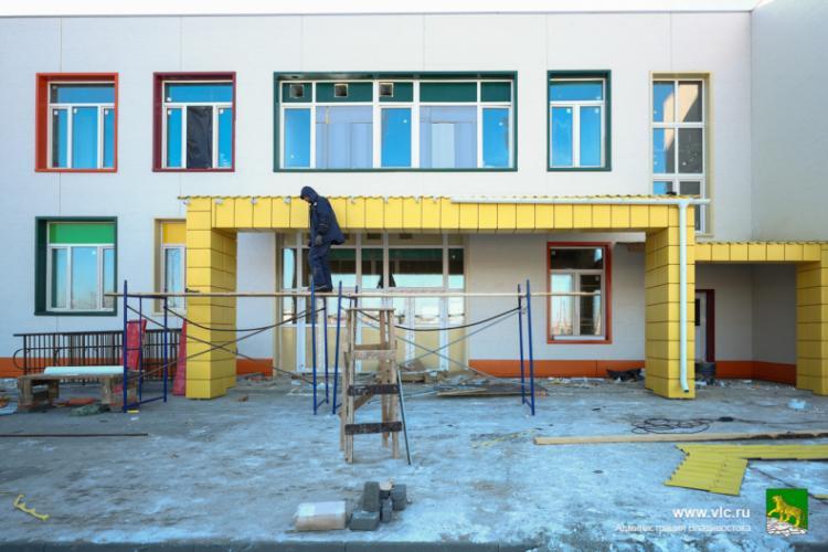 Мэр Владивостока поручил вести ежедневный контроль за стройкой детсадов