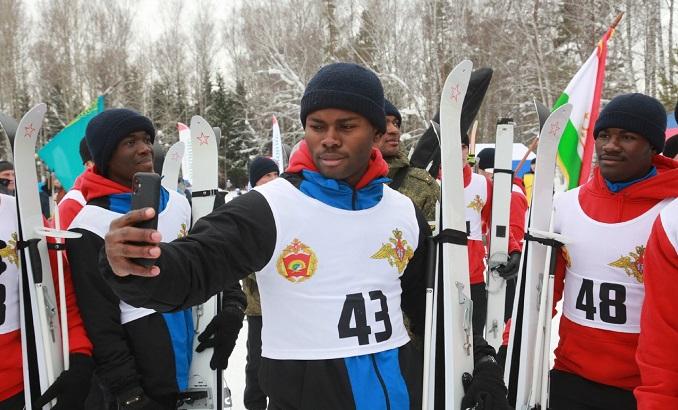 Тысячи новосибирцев вышли на «Лыжню России-2020»