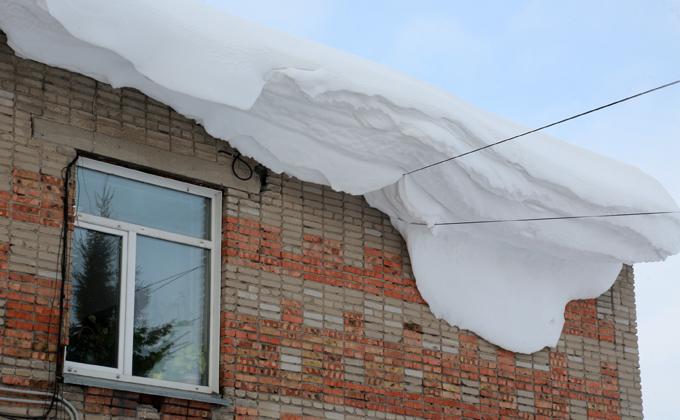 Долгожителя из Мошково убила глыба снега с крыши