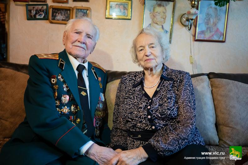 Олег Гуменюк поздравил с 95-летием ветерана войны Григория Вакулишина (14).jpg