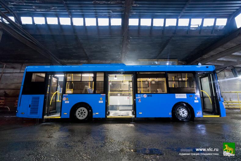 Около ста автобусов ежедневно моют на муниципальном предприятии «ВПОПАТ № 1»  (29).jpg