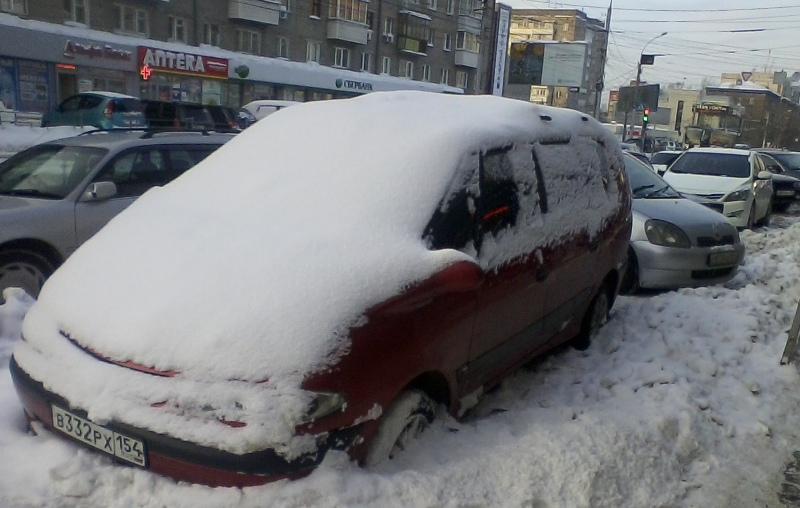 Мэрия просит убрать автомобили на время ночной уборки от снега: список улиц