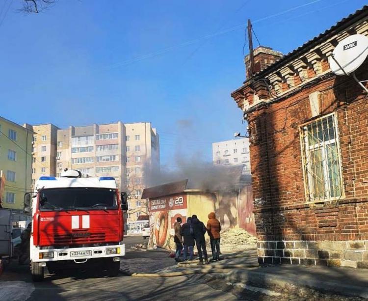 В МЧС рассказали подробности пожара на рынке во Владивостоке
