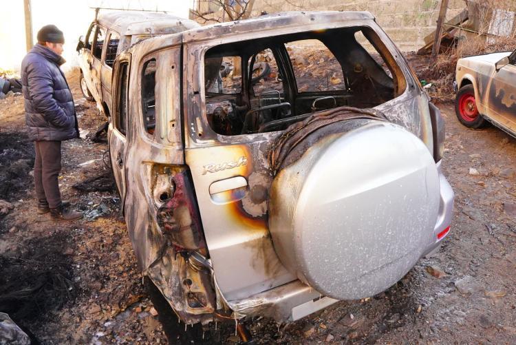 Сгоревшие дотла: Последствия ночного пожара во Владивостоке