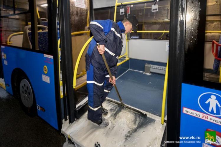 Как моют пассажирские автобусы Владивостока?
