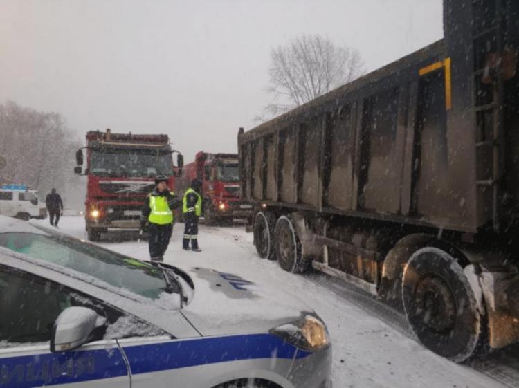 Во Владивостоке перекрыли трассу Седанка-Патрокл
