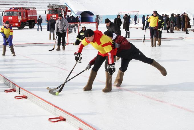Хоккей на валенках становится популярным у спасателей МЧС