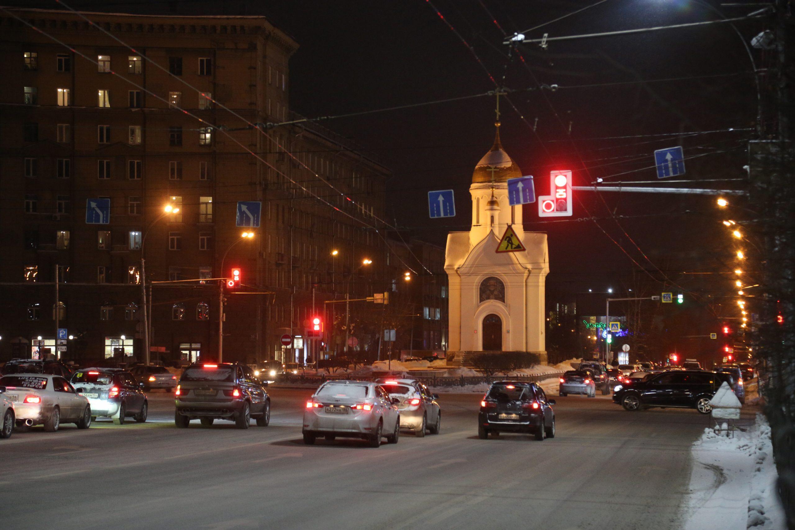 Светофор у часовни усилил пробки, считают автомобилисты Новосибирска