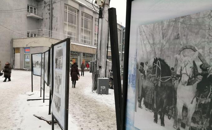 Вандалы разгромили фотовыставку на главной площади Новосибирска
