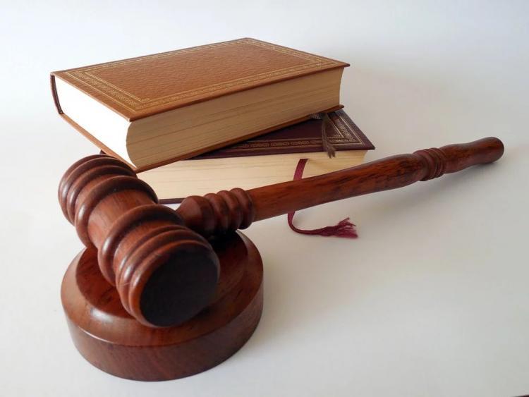 В Приморье чиновника будут судить за взятку и продажу топлива