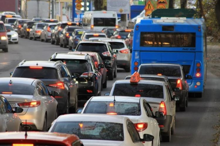 Многокилометровые пробки сковали вечерний Владивосток