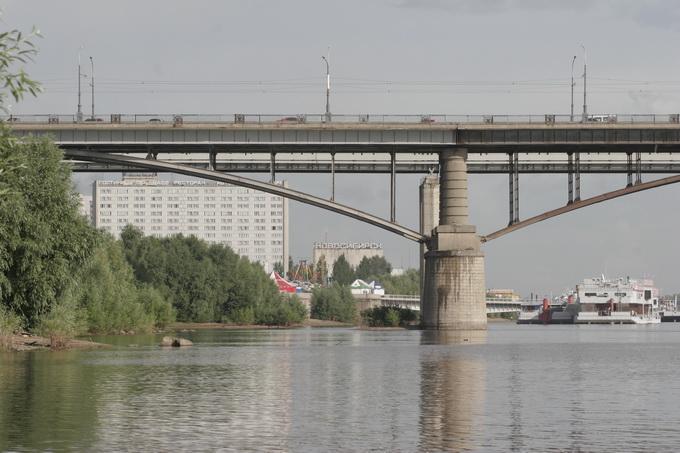 На Октябрьском мосту могут заменить пролетные строения