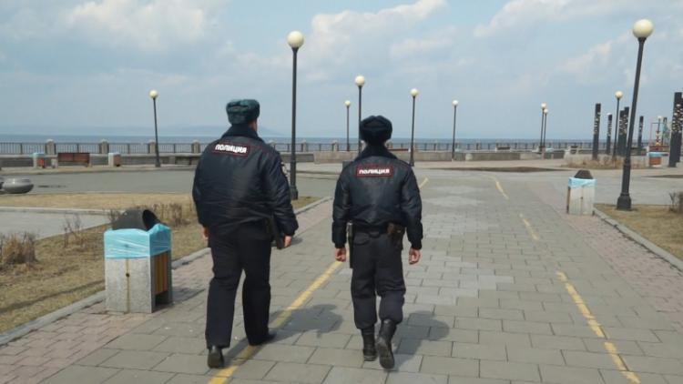 Полицейские провели свыше 7,5 тысяч проверок карантинных жителей Приморья