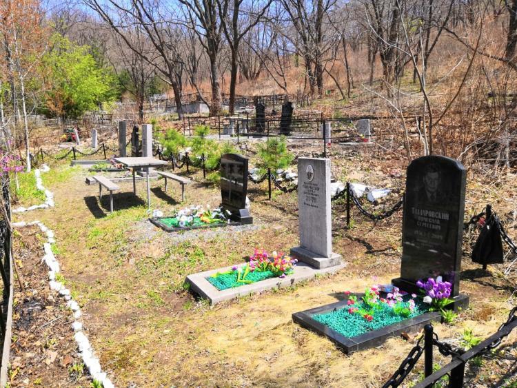 Во Владивостоке закрыли для посещения кладбища