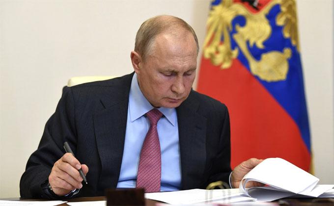 Поддержать рынок труда потребовал от губернаторов Владимир Путин