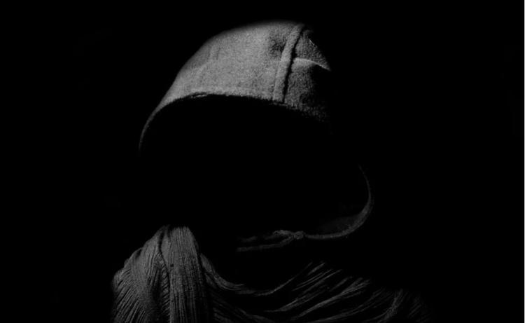 Во Владивостоке трусливый грабитель спрятался в шкафу торгового павильона