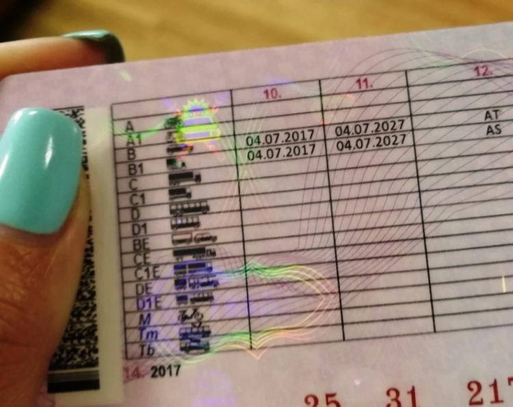 Приморец зарабатывал на продаже водительских удостоверений обманным путём