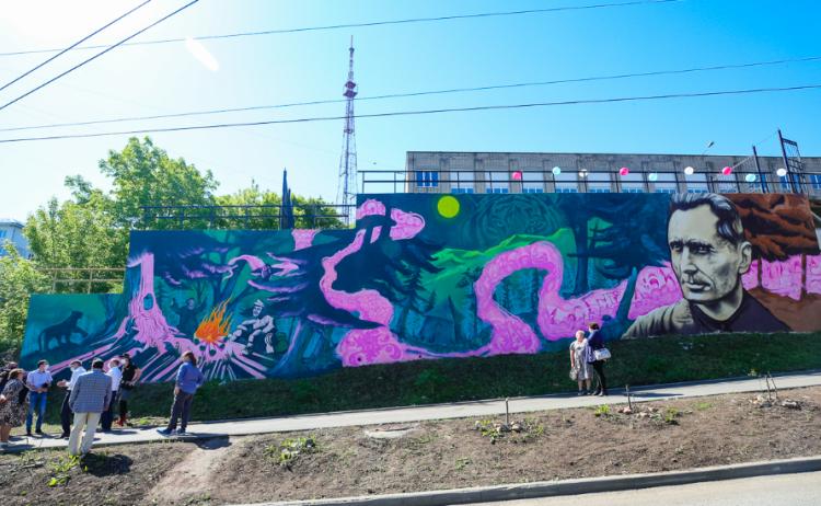 Изображение Арсеньева появилось на стене во Владивостоке