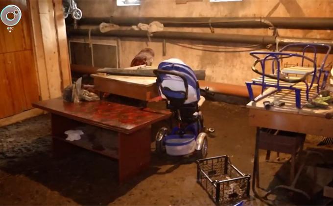 Нечистоты заливают дом в Дзержинском районе