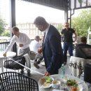 Праздник терпеливого ресторатора – как открывают летники в Новосибирске